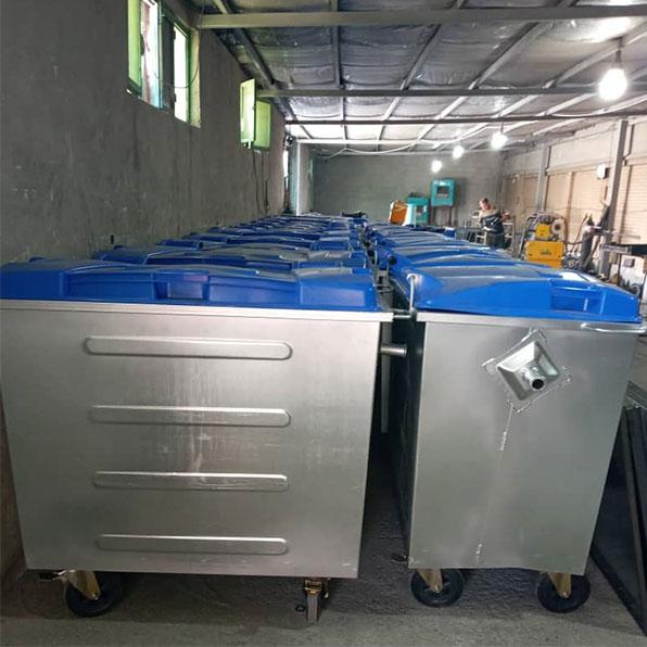 سطل زباله فلزی با درب پلاستیکی